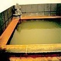 ★100%天然温泉掛け流しの貸切風呂「たぬきの湯」、無料で利用できる店主のおもてなし。
