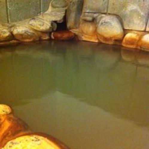 ★地元福光石を使った天然温泉掛け流しの岩風呂で寛ぐいこいのひと時にご満悦