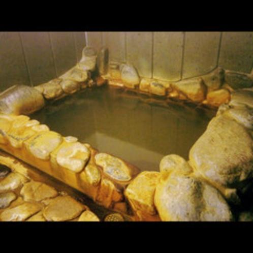 ★岩風呂(出雲・斐伊川の岩を使用)。新岩風呂・石風呂・貸切風呂の3つの湯で癒しのひと時を♪