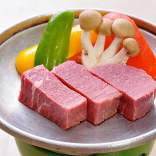 ★料理長が厳選いたしました岩見和牛のとろける食感をご堪能いただきおもてなしさせていただきます。