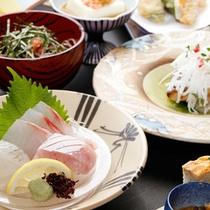 ★旬の海幸・山幸が満載のおまかせの懐石料理はお部屋食でおもてなし