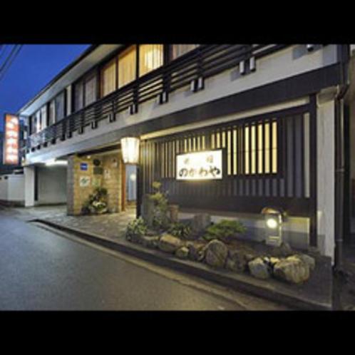 ★純和風の木造3階立て・★全10室・いにしえの大正浪漫のお宿の古風な玄関