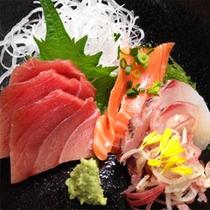 *【料理例】新鮮なお刺身の盛り合わせ。美味しいお酒と共にお楽しみ下さい♪