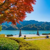 **【相模湖】湖畔周辺では釣りやキャンプ、ボート遊びなどのレジャー施設が充実しています。