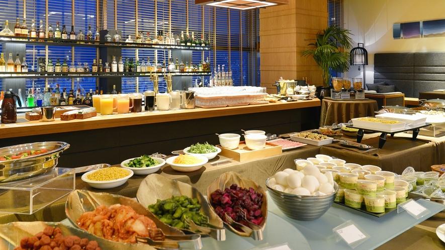 ◆約40品ある朝食バイキング※現在お日にちによりビュッフェ又はプレートスタイルでの提供となります
