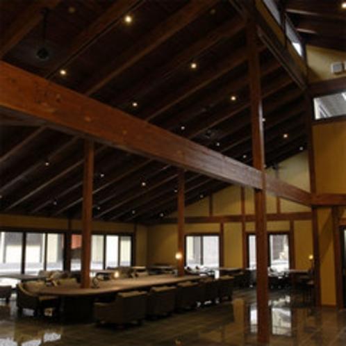 【ロビー】静かで天井が高く屋内にもかかわらず解放感があります。