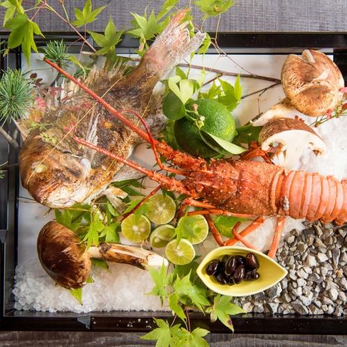 【ご夕食 一例】神戸で唯一、旅館として明石浦漁港の出入りを許されています。