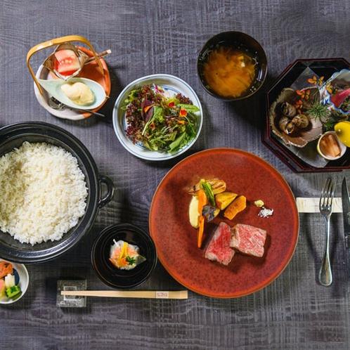 【ロースステーキコース】上田畜産より直接買い付けた中でも最上級クラスの部位をお楽しみいただけます。