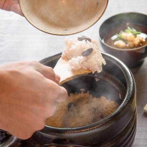 【ご夕食 一例】小代渓谷の清流が流れる兵庫県美方郡香美町にある当坊農地のお米です。