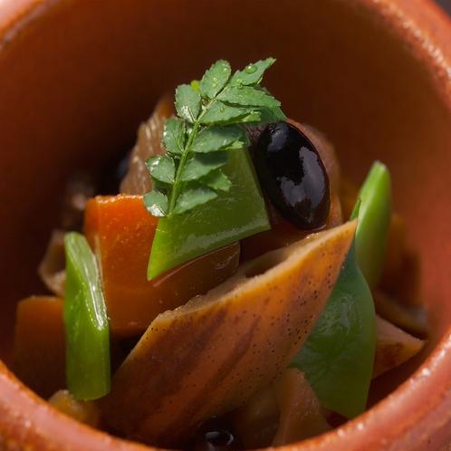 【ご夕食 一例】良質な素材本来の味を引き立てた料理をお出しします。