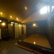 【有馬山叢 陶泉】14世紀以降、近年まで有馬にあった唯一の温泉浴場を偲んで作られました。