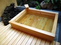 内湯(B棟・C棟)は伊豆石(天然石)の浴槽