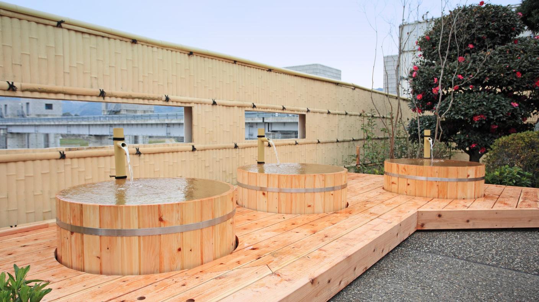 *【温泉】樹齢2000年の古代桧の一枚板を使用した桧風呂。