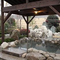 【温泉】木々の緑に囲まれた露天風呂♪