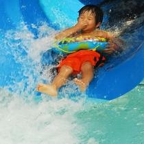 夏休み限定プールで思いっきり遊ぼう!
