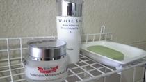 *大浴場備品アメニティ/洗顔せっけん、化粧水などをご用意しています。