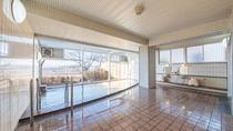 *男性大浴場/高台の立地を活かした大浴場は朝日と夜景がとても美しく映えます