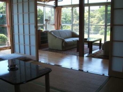 【連泊割引】別館のお庭に面した六畳・四畳半の和室+応接間スペース(台所があります)