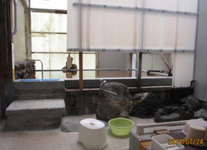別館の浅めの小浴場