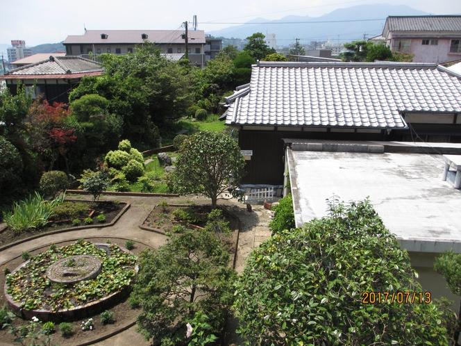 別館の建物とお庭