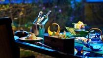 ご夕食は個室料亭にて特別なひと時をお過ごしくださいませ