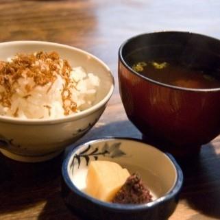 【和食】ご飯にお味噌汁。日本人でよかったなぁ〜と思える瞬間です。