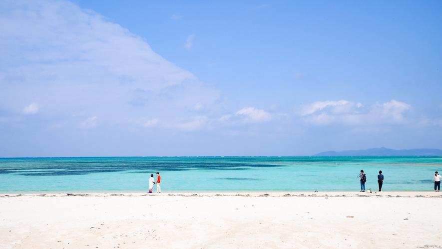 *コンドイビーチ:白い砂浜と青い海の美しいビーチ