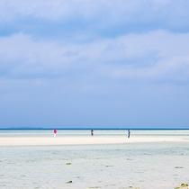 *潮が大きく引くと、「幻の島」が現れるコンドイビーチ。タイミングをみて訪れてみては?