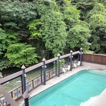 森の温泉プール