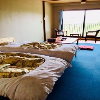 【禁煙】ベッド/1〜3名(10畳・トイレ付)