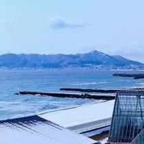 【ラグーン】左側には海と函館山(4階からの眺め)
