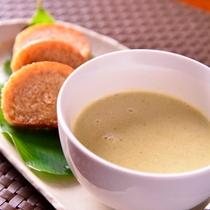*お夕食一例(ココナッツカレーのスープと胚芽パン)