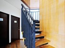 【2Fへの階段】浴室のご利用時にお使いください。