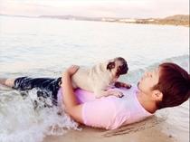 愛犬とビーチでサンセット