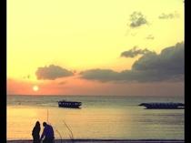 水平線に夕日