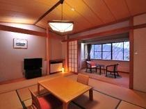 ワンちゃんのびのび・私うっとり。窓の外に箱根の山と森を望む寛ぎの和室です。