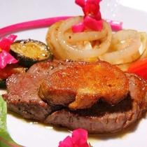 【お料理】新鮮で芳醇な和牛とフォアグラをご賞味くださいませ(イメージ)<E>