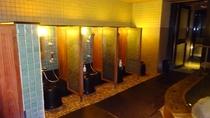 男湯 洗い場 カラン7台設置