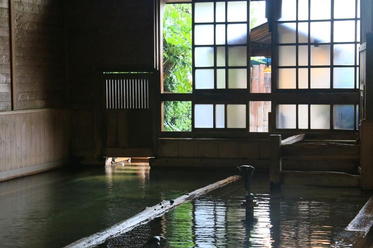 日本一の総檜大浴場 千人風呂