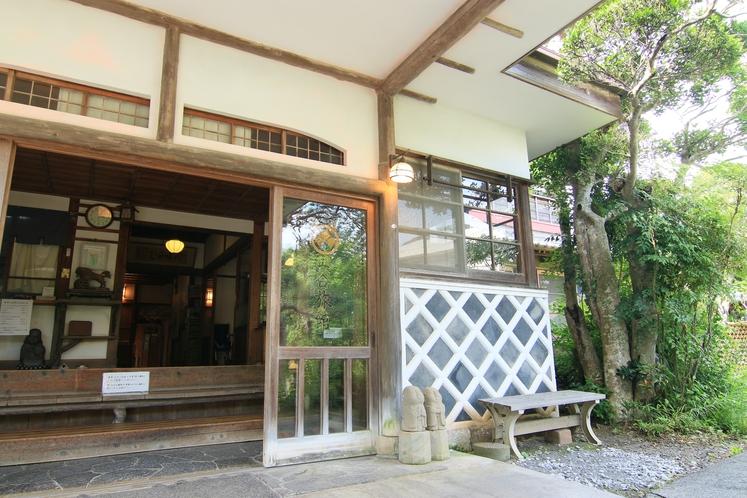 「なまこ壁」も日本伝統の壁塗りの様式の一つです。
