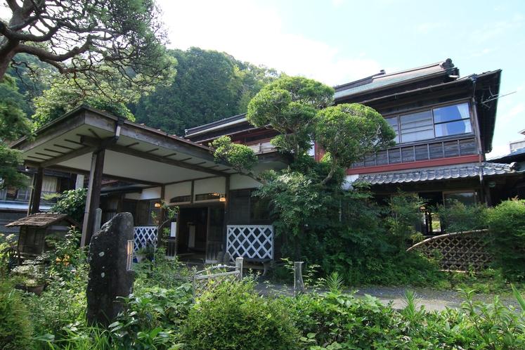 江戸の末より創業150年。当館は今も静かに時を刻んでいます。