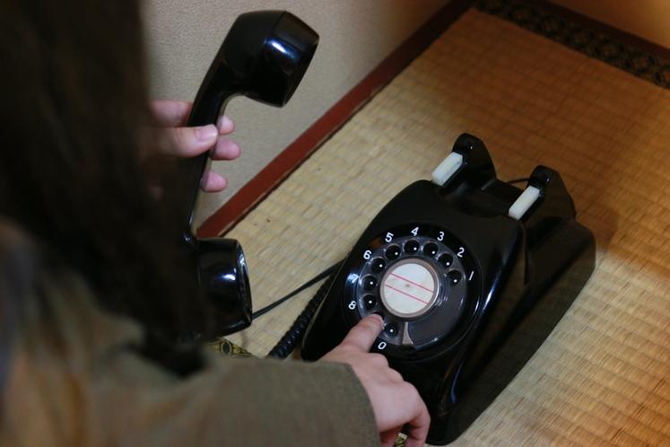 見かけなくなった黒電話。今も現役です♪