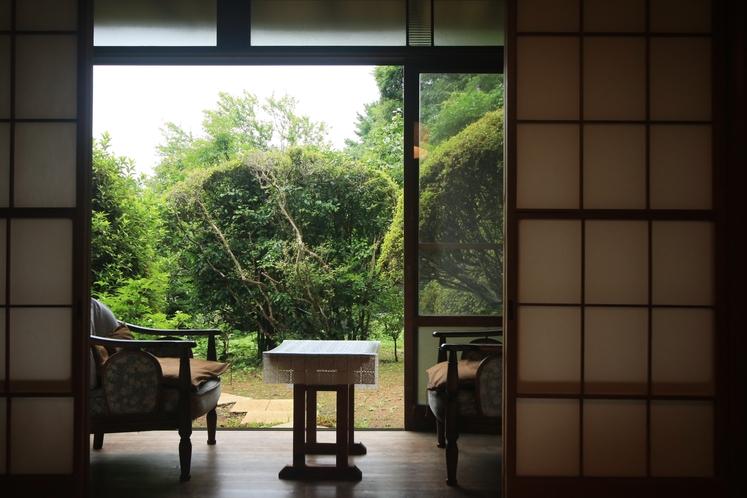 【ひなびた雰囲気の落ち着いた和室】-桜-/-百合-8帖