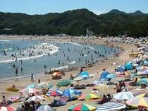 夏の弓ヶ浜ビーチです。遠浅でファミリーにオススメ