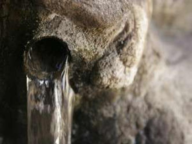 【天然温泉100%】源泉100%掛け流し湯。お肌ツルツル・・・♪
