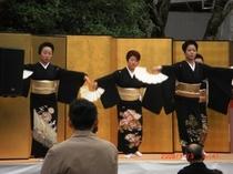 芸者衆の踊り