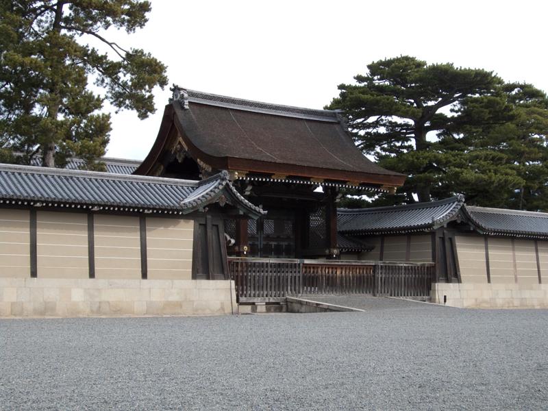 京都御所(徒歩で10分ほどです)♪