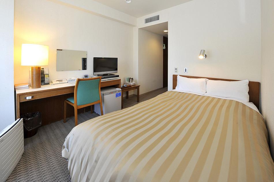 客室 シングルルーム(一例) ベッド幅120cm
