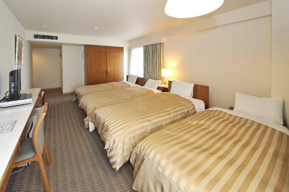 客室 4ベッドルーム(一例) ツインルームに補助ベッドの追加となります