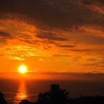 土佐湾に沈む夕日